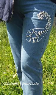 Jeansy z perełkami.
