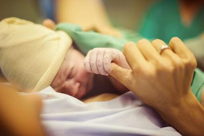 Belajar Teknik Dalam Hal Merawat Bayi Baru Untuk Pasangan Muda Lahir Di Rumah