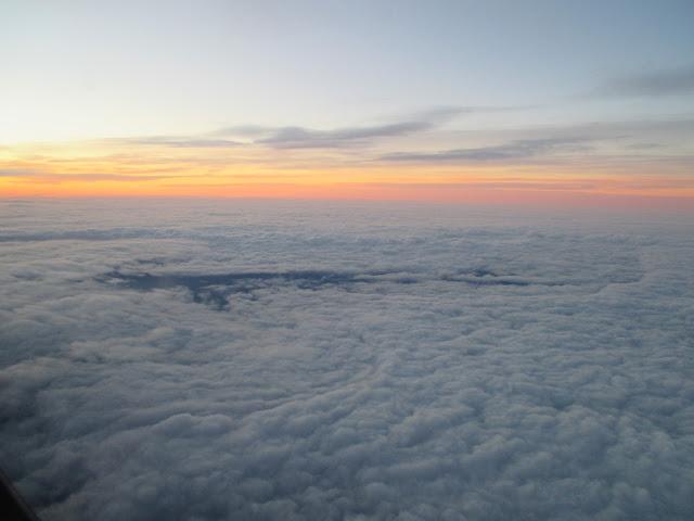 pilvien päällä, aamurusko, lento, irjan kuva