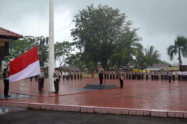 Polres Nias Laksanakan Upacara Bendera Bulanan dan Pemberian Penghargaan Kepada Personil Berprestasi