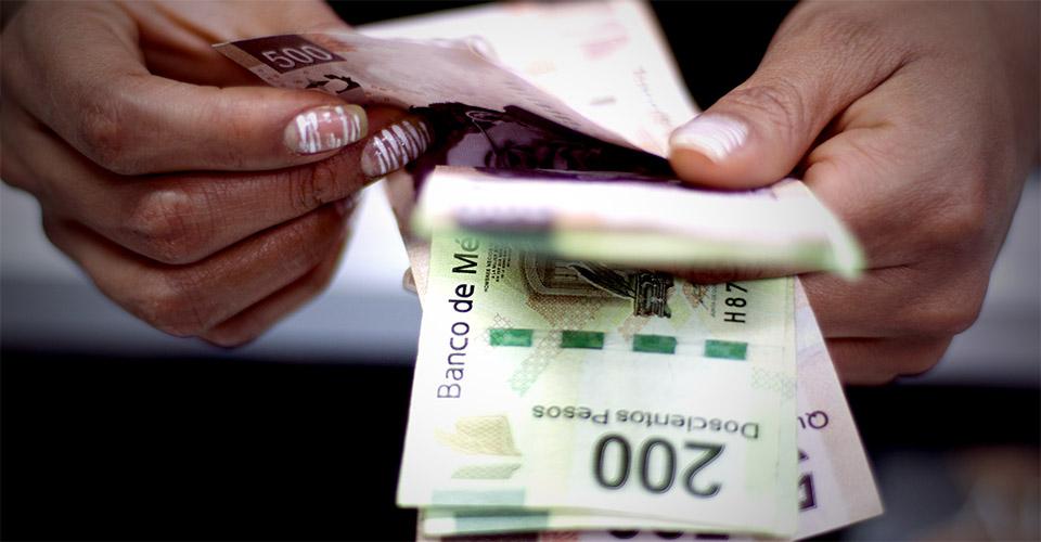 La estrategia de Morena para ahorrar 44 mil mdp: eliminar plazas y reducir sueldos altos en el gobierno.