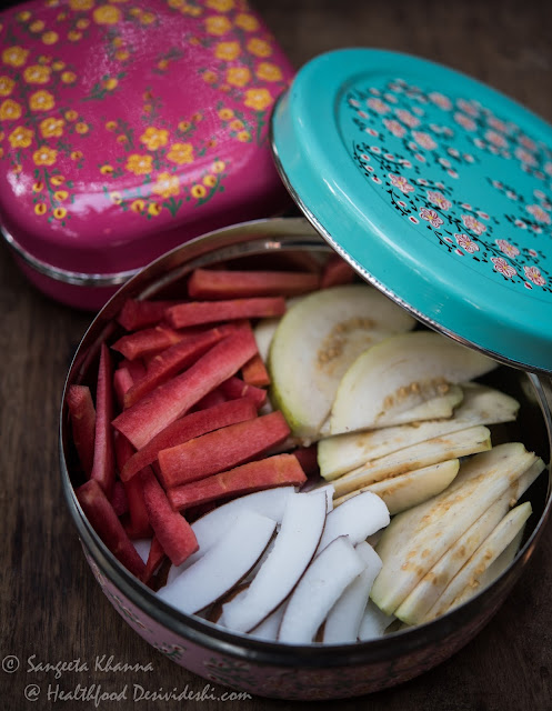how to pack raw foods and cut fruits in lunch boxes