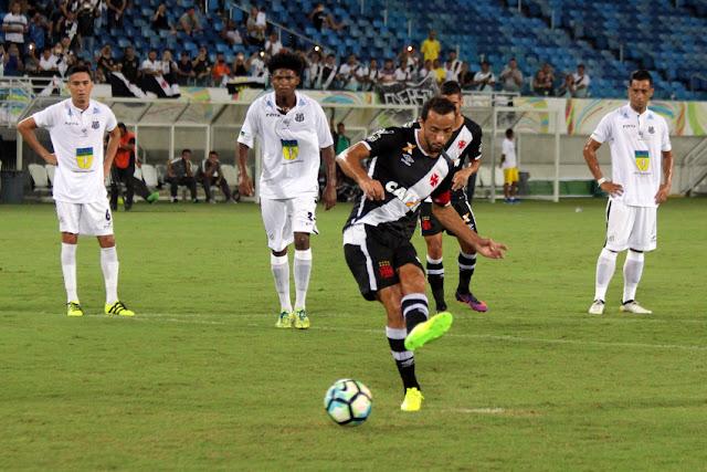 Guilherme sofreu os dois pênaltis para Nenê bater (Foto: Carlos Gregório Jr.Divulgação)