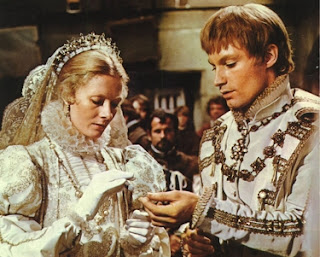 Mary (Vanessa Redgrave) and Darnley (Timothy Dalton)