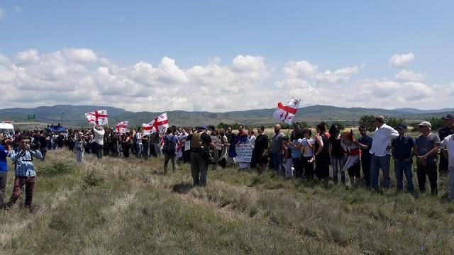 Акция протеста жителей Грузии у линии российской оккупации