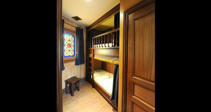 le puy du fou pr sente son h tel le camp du drap d or en vid o. Black Bedroom Furniture Sets. Home Design Ideas