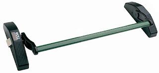 TESA: montaje de barras antipánico
