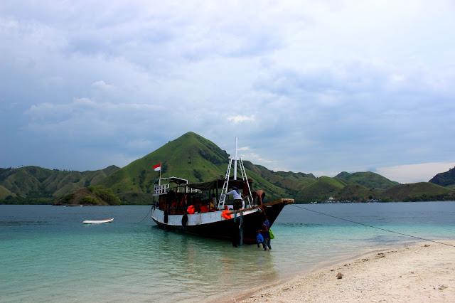 Pulau Komodo Trip : Tips Sewa Kapal Murah Dari Labuan Bajo