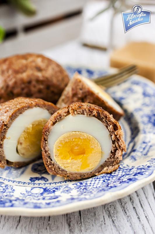 Jajka panierowane w mięsie