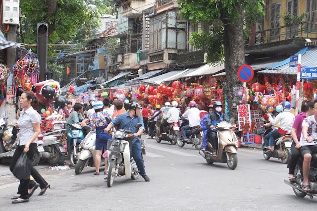 crossing-near-dongxuan-market ドンスンアン市場近くの交差点
