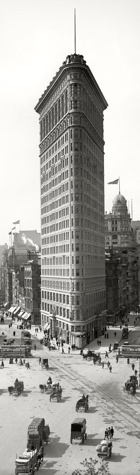 HISTORIC LANDMARK: Flatiron Building, New York City (1902)