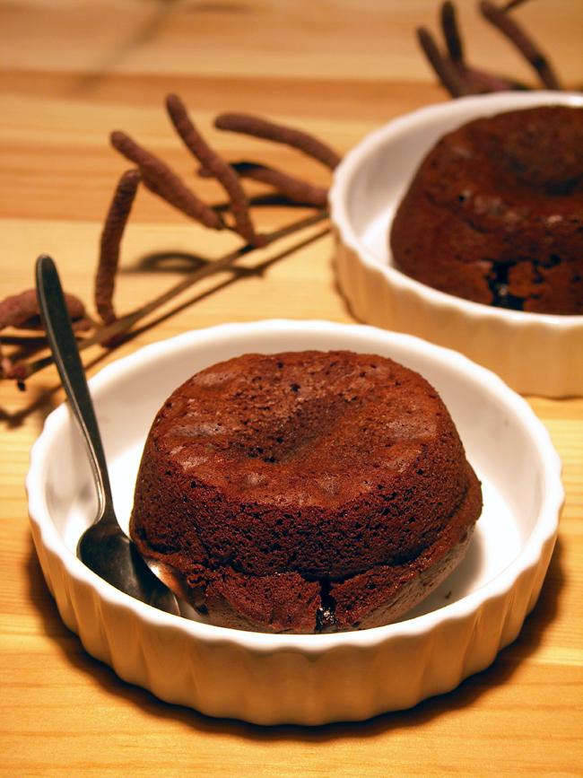 ciastka czekoladowe lawa z płynną czekoladą w środku