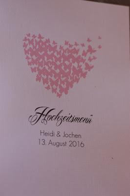 Menükarten Schmetterlinge - Schleierkraut-Wolken in rosa und weiß - Sommerhochzeit in Bayern, Garmisch-Partenkirchen, Riessersee Hotel, Hochzeitshotel, Babies breath wedding