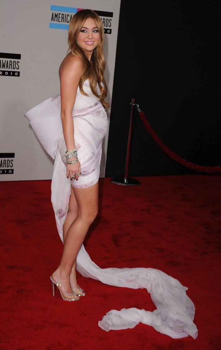 pregnant miley cyrus naked