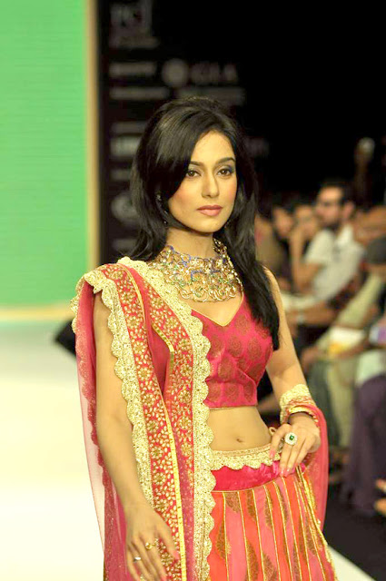 Amrita Rao walks the ramp for Agni Gold at IIJW-2012