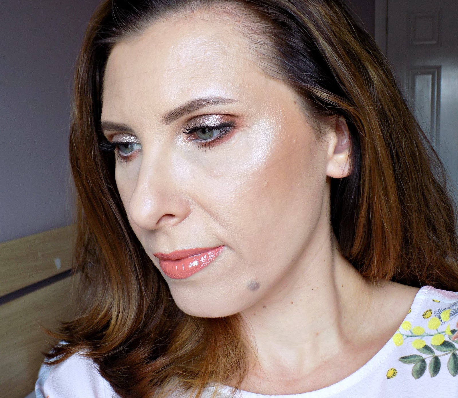 Makeup look using Pixi Liquid Fairy Lights and Pixi highlighters