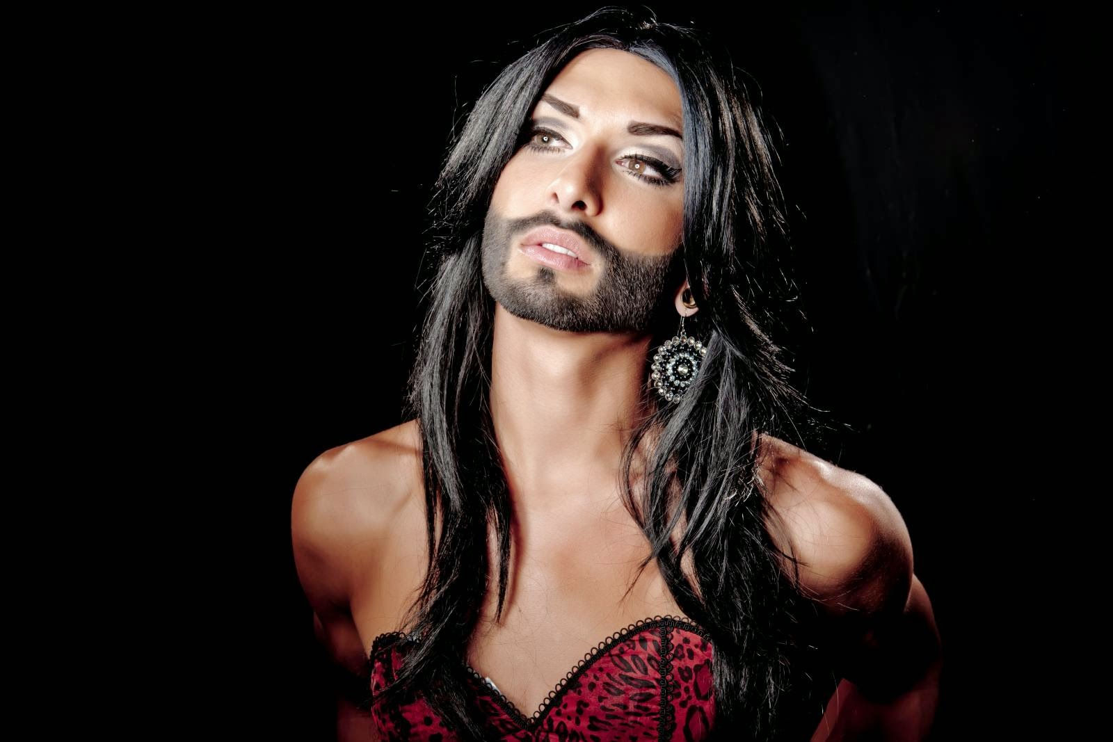 Bearded Drag Queen Wins Eurofestival on selection charger