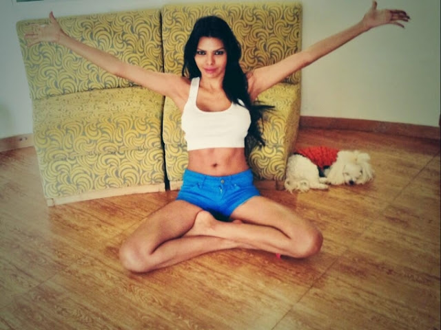 Sherlyn-Chopra-At-Home-With-Her-Pet