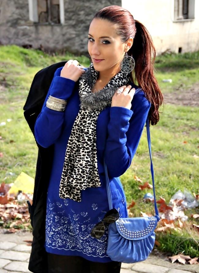 kobaltno plava pletena tunika haljina