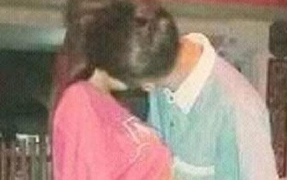 Foto Hot ABG Ciuman Sambil Remas Dada Dipinggir Jalan