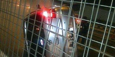 Mobil Livina Terbalik Di Tol Tomang