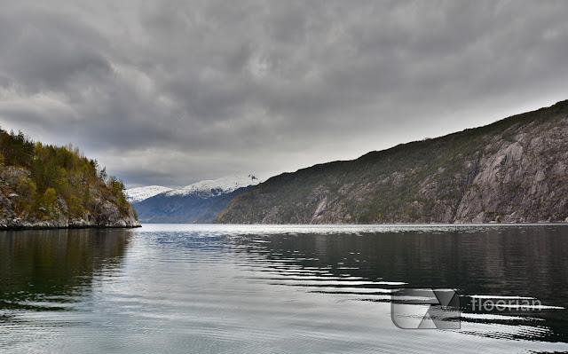 Wodospad Langfossen i Akrafjord w Południowej Norwegii. Polski blog podróżniczy o tanim podróżowaniu