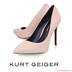Sofia Hellqvist Style KURT GEIGER Pumps and ZUHAIR MURAD Dress
