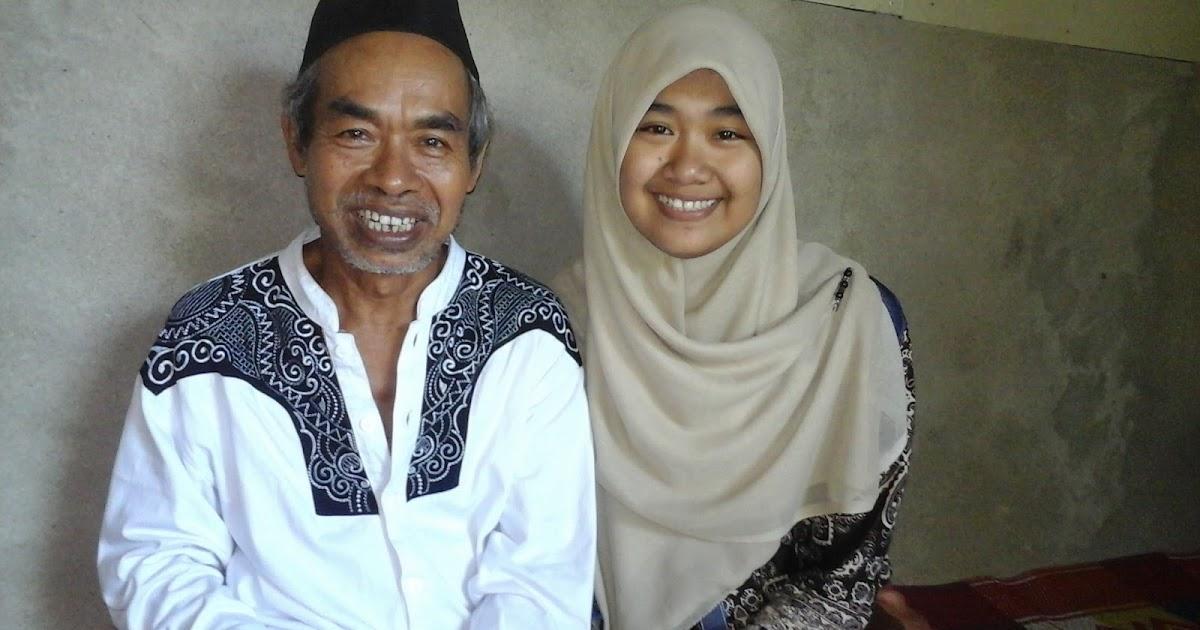 Gudang Komunikasi Contoh Feature Profil Biografi Tentang Ayah