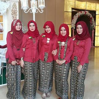 Model Kebaya Modern Muslim Kutubaru Merah Batik Prada