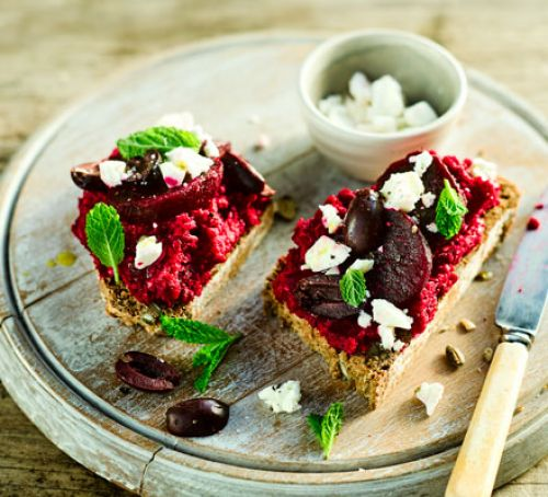 Beetroot hummus toasts with olives & mint