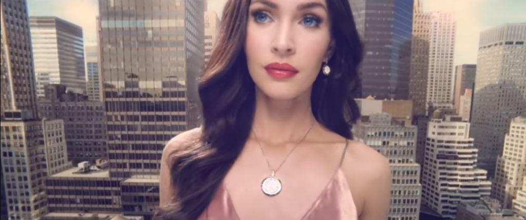 Modella Lotus pubblicità orologi con Megan Fox con Foto - Aprile 2017