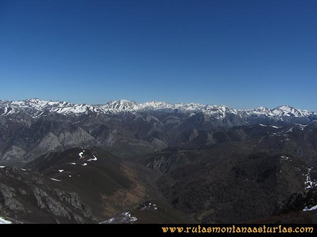 Ruta Belerda-Visu La Grande: Vista de los Picos de Europa