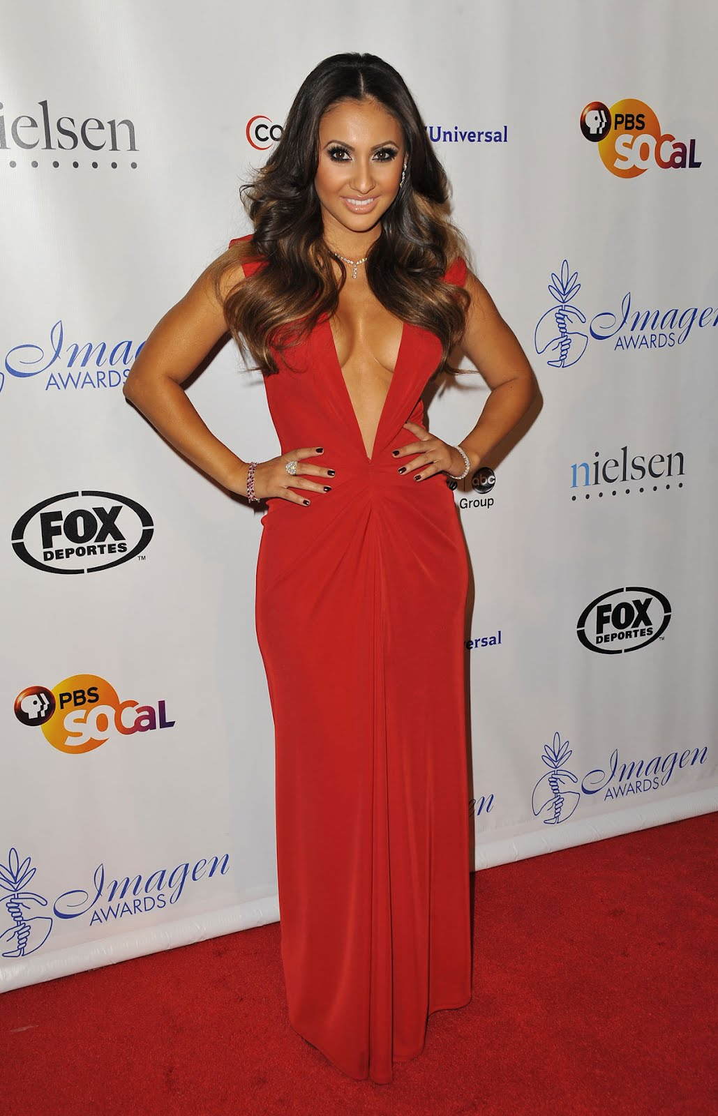 francia raisa drops amazing cleavage 27th annual imagen