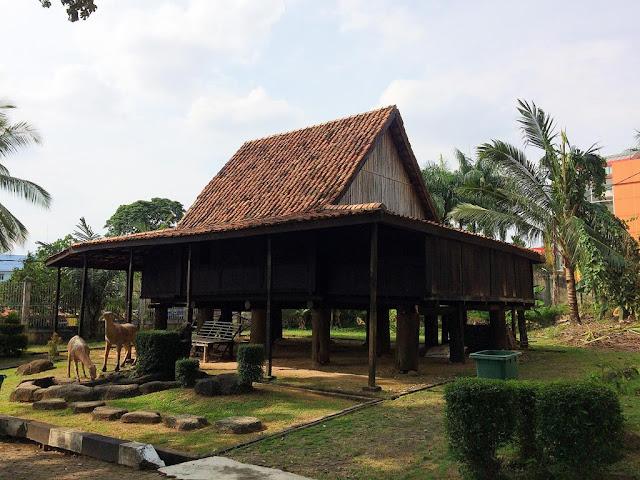 replika rumah limas kota palembang