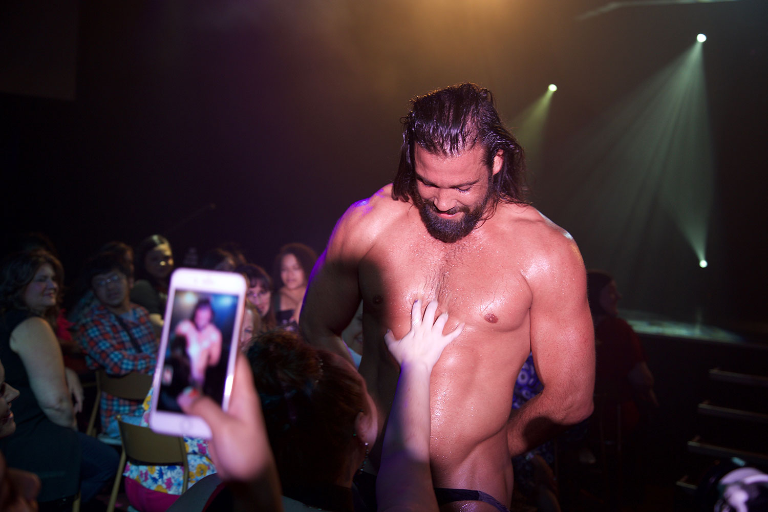 Thunder From Down Under - Alex, Tarzan, Male revue, nails on chest