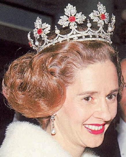 Benelux Royal Jewels Pearl Drop Earrings