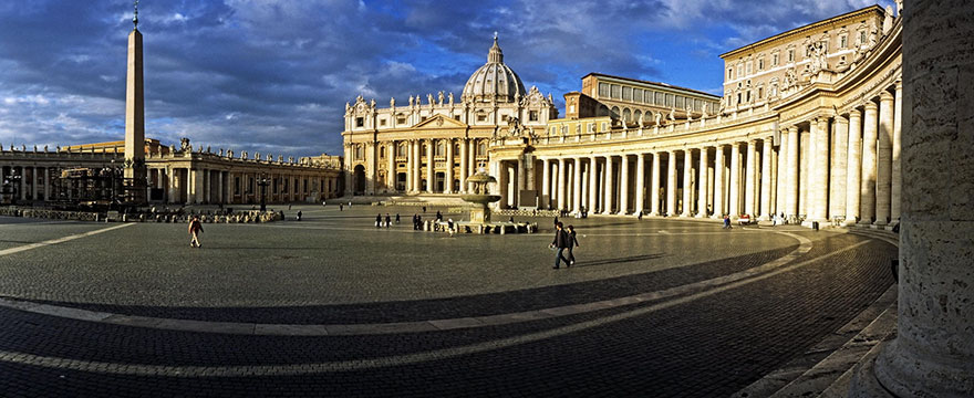 Travel Expectations Vs Reality (20+ Pics) - Enjoying St. Peter's Square Before Entering The Beautiful Basilica In Vatican City