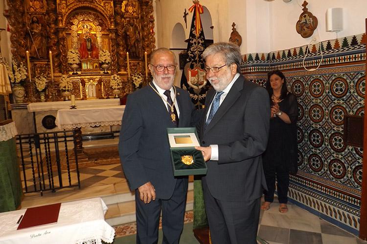 La Hermandad de Santa Ana entrega la Medalla de Oro al Ayuntamiento ...