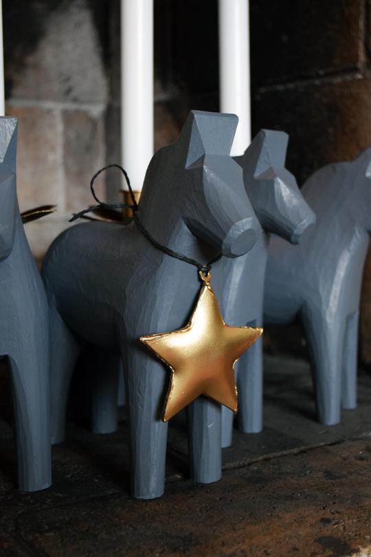 DIY adventsljusstake av dalahästar