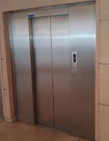 Porte d'ascenseur fermée