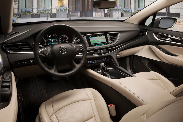 Interior view of 2018 Buick Enclave interior