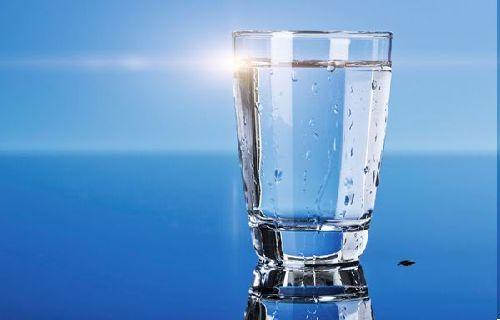 Dan ingat, jangan pernah mengabaikan dan menyepelekan manfaat air putih.