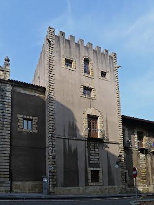 Torre de los Valdés, colegio Santo Ángel