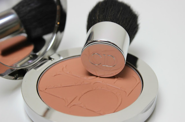 A picture of DiorSkin Nude Tan Matte Sun Powder 002