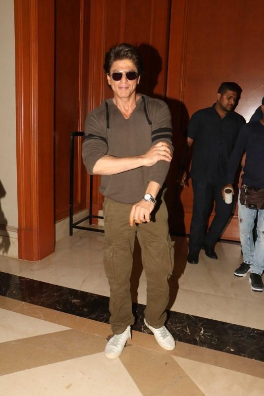 Shah Rukh Khan Snapped Promoting 'Jab Harry Met Sejal'