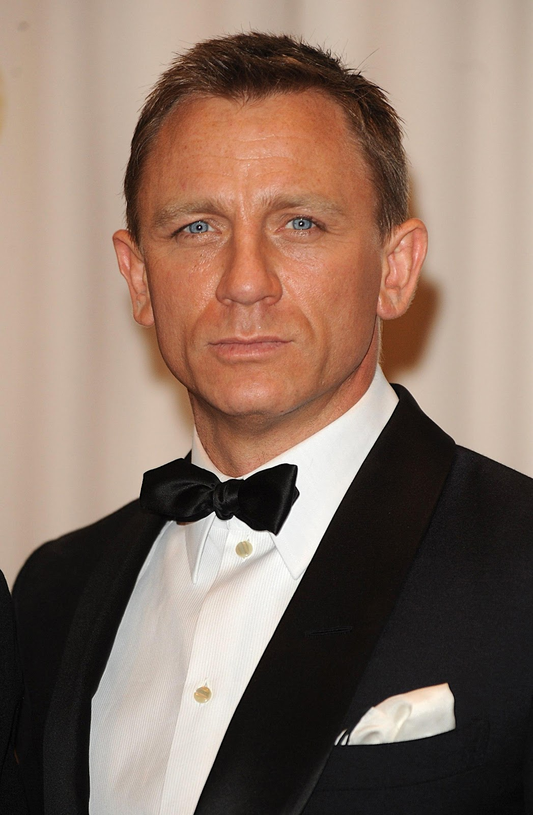 Stylish Wallpapers With Quotes Daniel Craig Hd Wallpapers High Definition Free