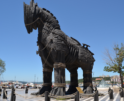 Patung Kuda Troy