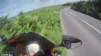 Τρομακτικό βίντεο: Μοτοσικλετιστής εκτοξεύεται στον αέρα μπαίνοντας σε στροφή με 190χλμ./ώρα