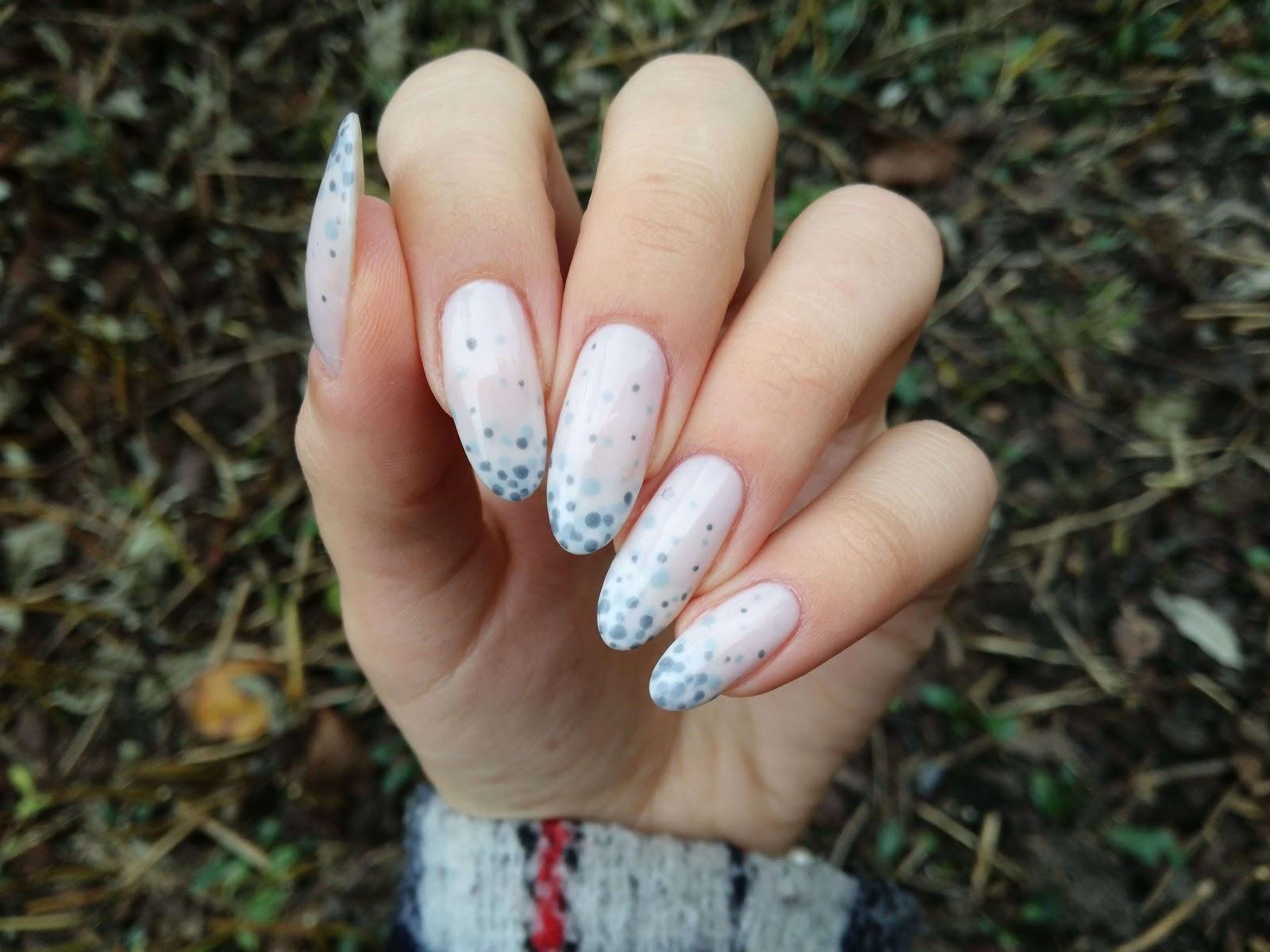 zdobienie paznokci w kropki