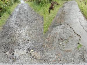 Rusak dan Berlubang, Ruas Jalan Kampung Bira Tuai Sorotan